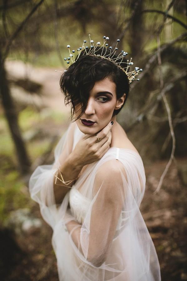 Beautifully-dark-styled-shoot-Kym-Ventola-Photography-Junebug-Weddings-7