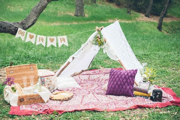 Megan-and-Travis-Engagement-Shoot-Poppy-and-Blush-Junebug-Weddings-1