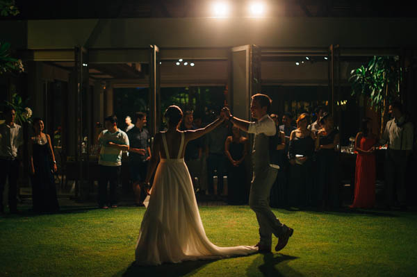 couple dancing at the reception