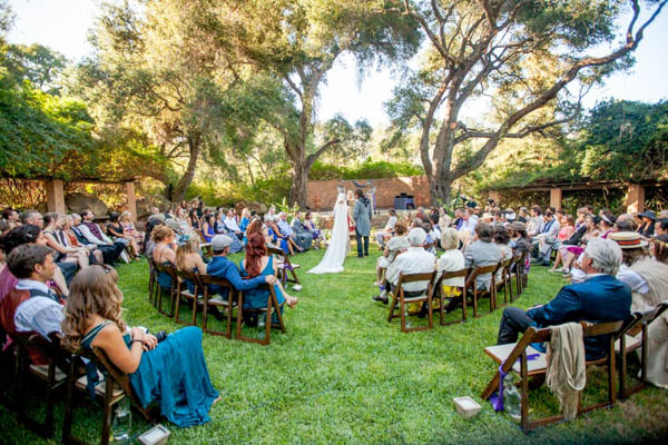 unique circular wedding ceremony arrangement