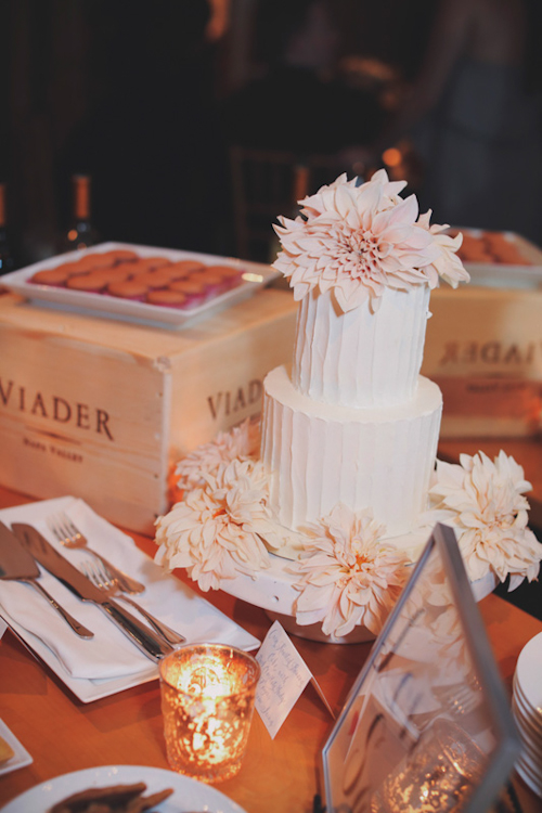 pale flower white cake