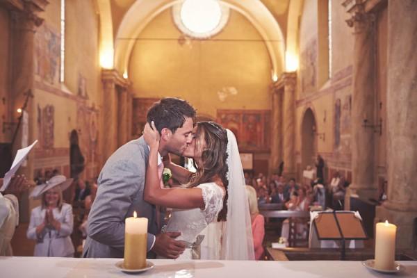 romantic ceremony kiss