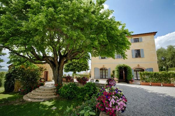 rustic and romantic Italian destination wedding venue