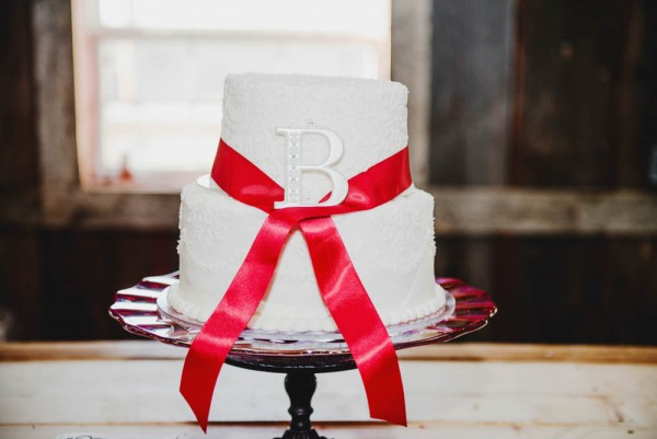 Rustic-Winter-Wedding-with-Red-Accents (16 of 28)