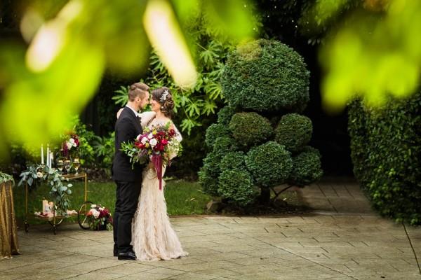 Berry-Wine-Wedding-Inspiration-Dina-Chmut (5 of 38)