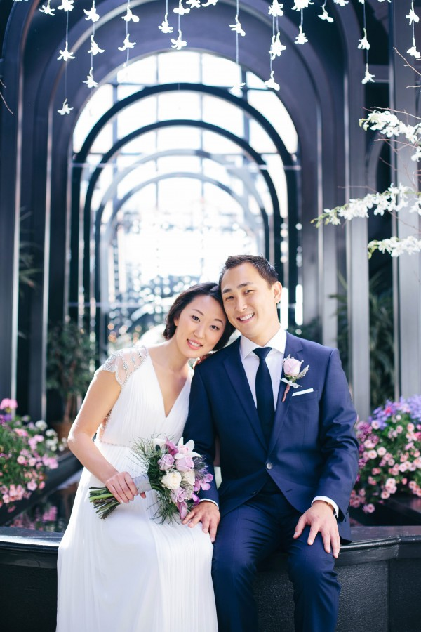 Classy Seattle Wedding at Court in the Square | Junebug Weddings
