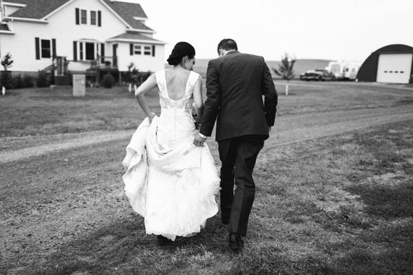 Lace-and-Burlap-Wedding-in-North-Dakota (12 of 33)