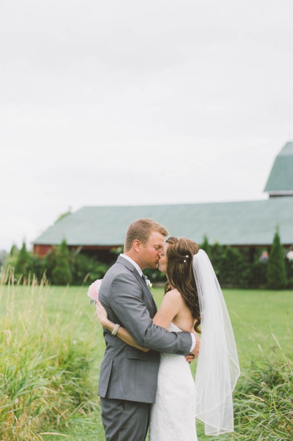 Sweet-Rustic-Wedding-Fields-West-Lake-Nikki-Mills (17 of 32)