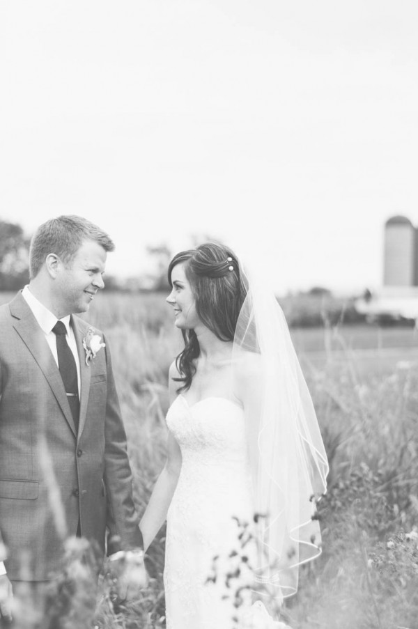 Sweet-Rustic-Wedding-Fields-West-Lake-Nikki-Mills (19 of 32)