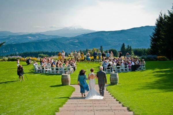 Farm-Inspired-Wedding-Gorge-Crest-Vineyards-MoscaStudio (5 of 25)