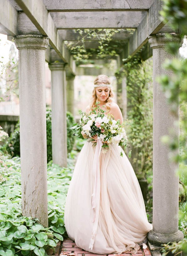 Ivy-Floral-Wedding-Inspiration-Hycroft-Manor-Laura-Sponaugle (9 of 22)