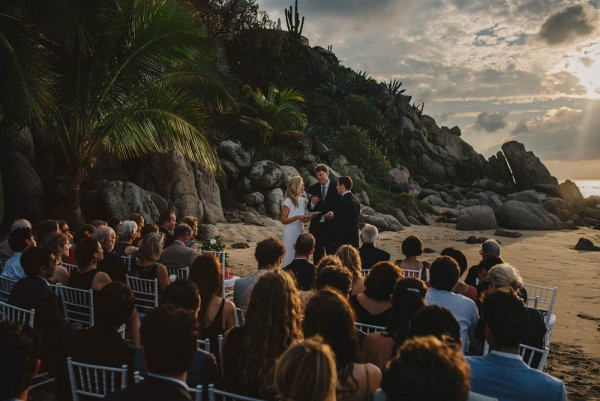 Minimalist-Destination-Wedding-TeiTiare-Estate-Gabe-McClintock-Fer-Juaristi (12 of 30)