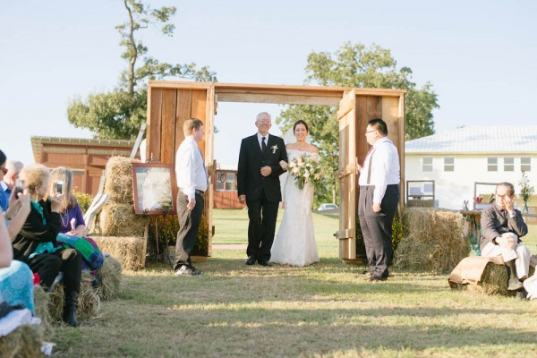 Peach-and-Mint-Wedding-at-Heifer-Ranch (23 of 41)