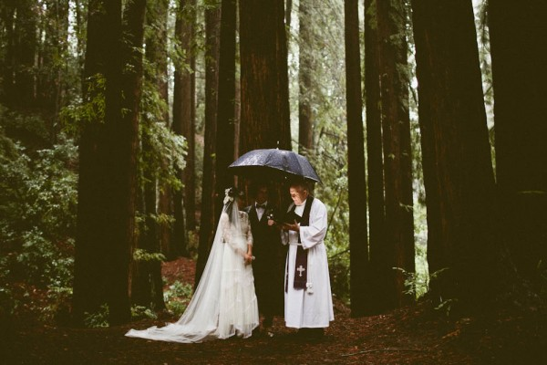 Rainy-Forest-Wedding-at-Stones-and-Flowers-Retreat-Andria-Lindquist (27 of 34)