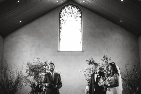 Converted-Barn-Wedding-at-the-Stones-of-the-Yarra-Valley-Darin-Collinson-Photography (5 of 26)