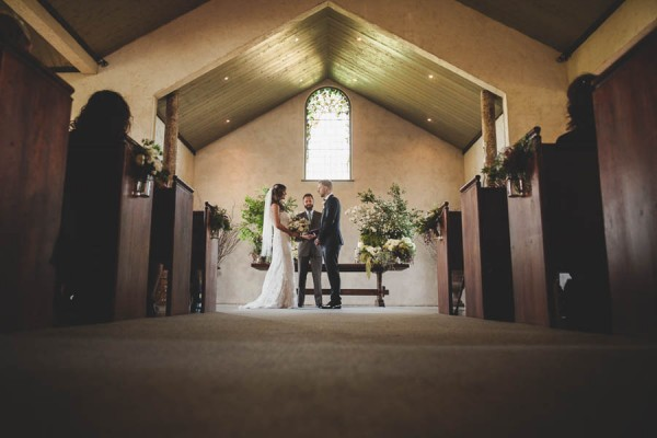 Converted-Barn-Wedding-at-the-Stones-of-the-Yarra-Valley-Darin-Collinson-Photography (8 of 26)