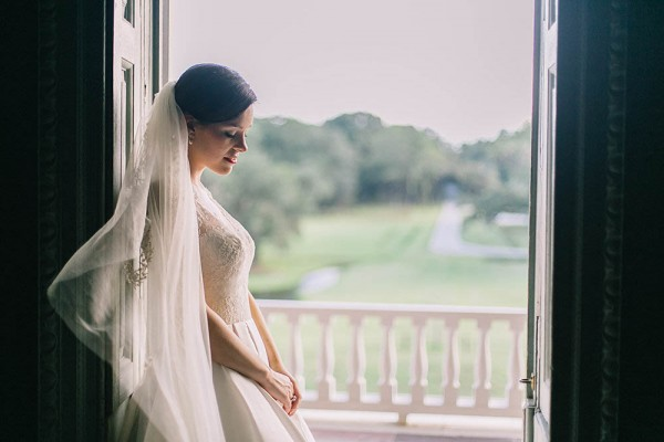 Elegant-Southern-Bridal-Portraits-at-Drayton-Hall-Catherine-Ann-Photography (12 of 27)