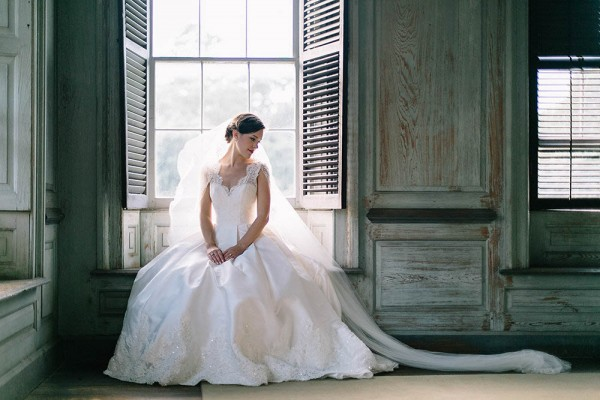 Elegant-Southern-Bridal-Portraits-at-Drayton-Hall-Catherine-Ann-Photography (14 of 27)