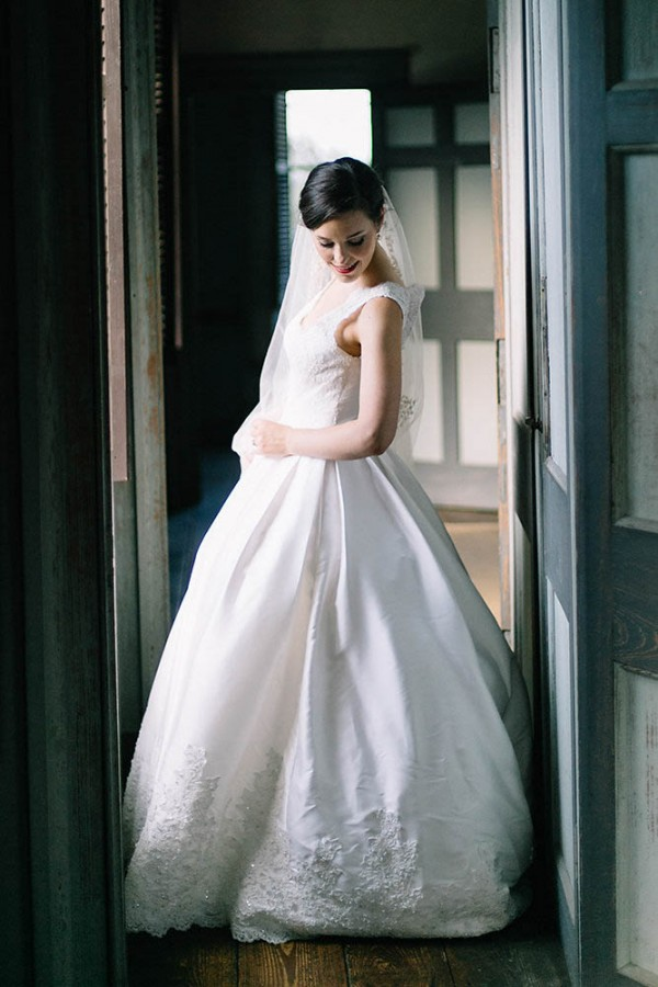 Elegant-Southern-Bridal-Portraits-at-Drayton-Hall-Catherine-Ann-Photography (19 of 27)