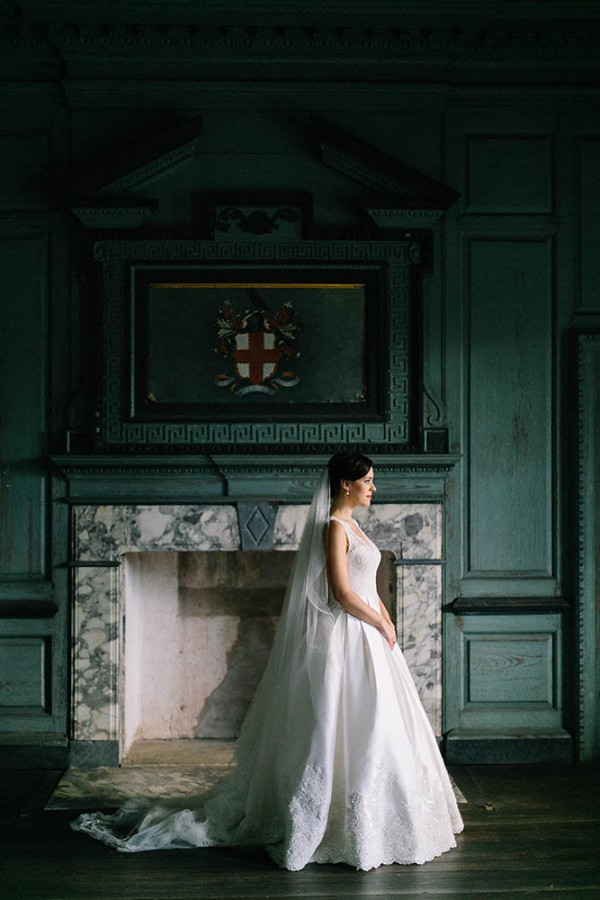 Elegant-Southern-Bridal-Portraits-at-Drayton-Hall-Catherine-Ann-Photography (20 of 27)