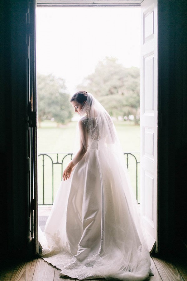 Elegant-Southern-Bridal-Portraits-at-Drayton-Hall-Catherine-Ann-Photography (25 of 27)