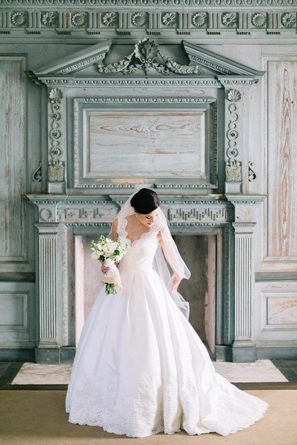 Elegant-Southern-Bridal-Portraits-at-Drayton-Hall-Catherine-Ann-Photography (3 of 27)