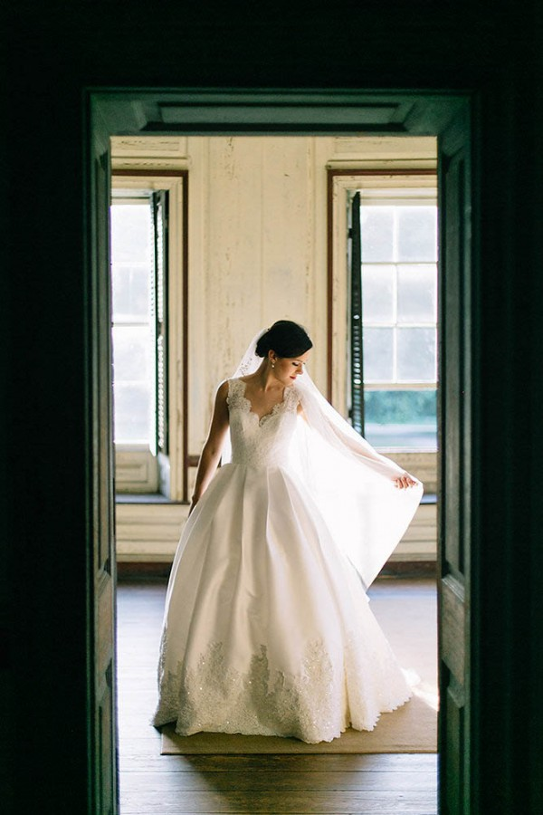 Elegant-Southern-Bridal-Portraits-at-Drayton-Hall-Catherine-Ann-Photography (6 of 27)