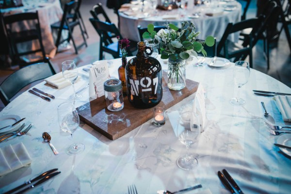 Vintage-Rustic-Wedding-at-Steam-Whistle-Brewery-Love-by-Lynzie-Events (15 of 24)