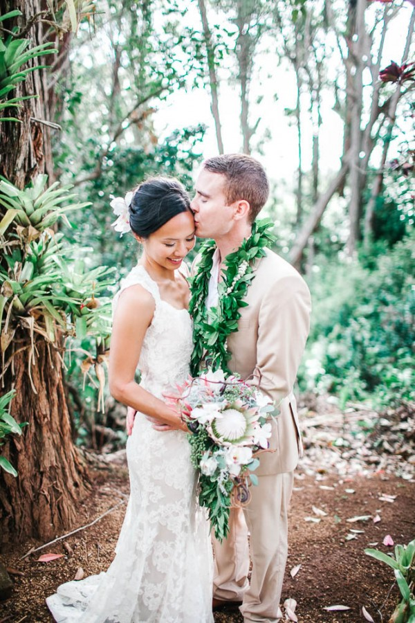 Chic hawaiian wedding at sunset ranch junebug weddings junglespirit Choice Image