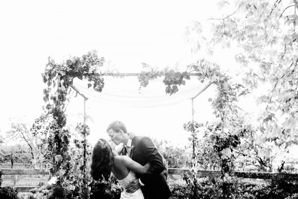 Intimate-California-Wedding-at-Vine-Hill-House-Chrisman-Studios--7