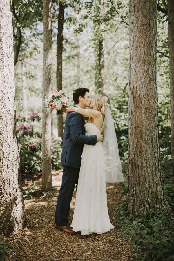 Modern-Organic-Wedding-at-Ann-Arbor-Distilling-Co-Justine-Montigny-010