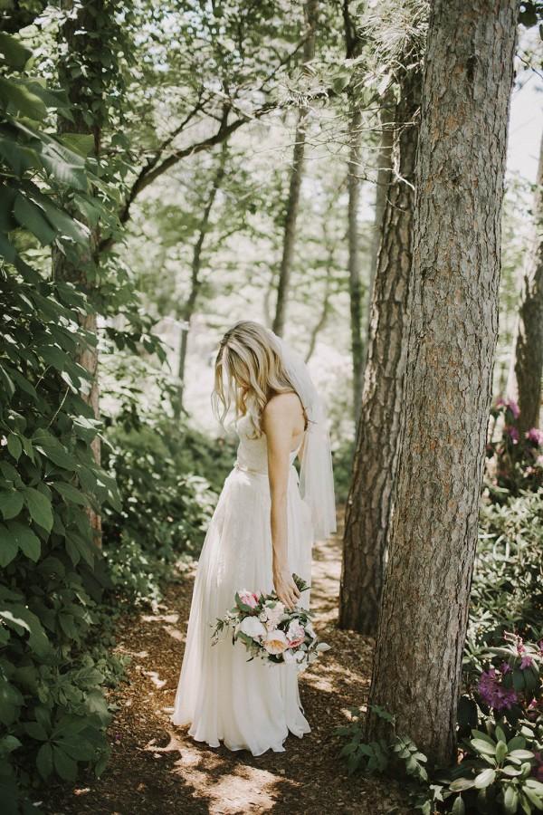 Modern-Organic-Wedding-at-Ann-Arbor-Distilling-Co-Justine-Montigny-018