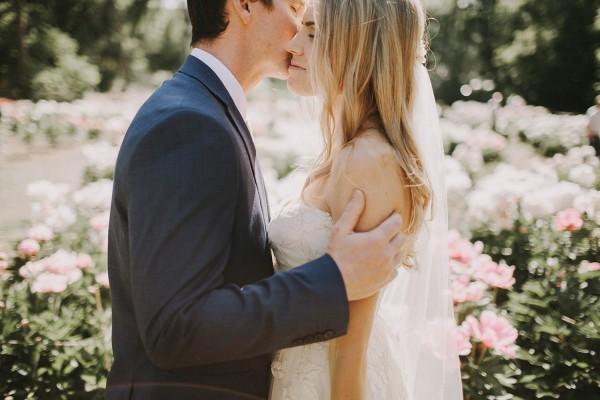 Modern-Organic-Wedding-at-Ann-Arbor-Distilling-Co-Justine-Montigny-052