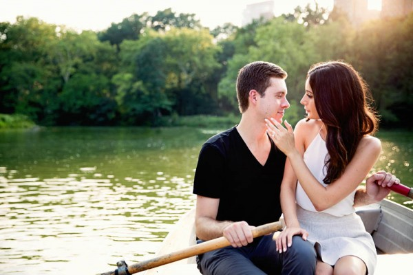 Romantic-Central-Park-Engagement-Photos-Modern-Wedding-Photography--3