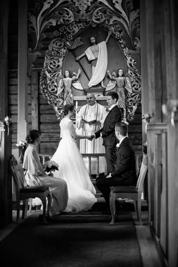 Cozy-Norwegian-Wedding-at-Roisheim-Hotell-Mona-Moe-Machava-Photography-13