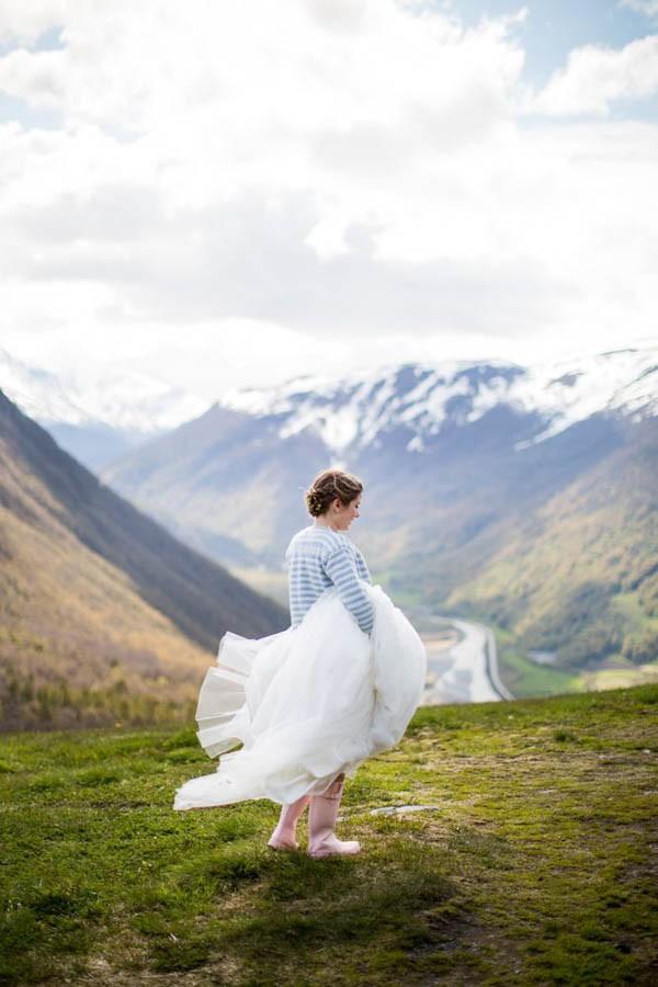 Cozy-Norwegian-Wedding-at-Roisheim-Hotell-Mona-Moe-Machava-Photography-21