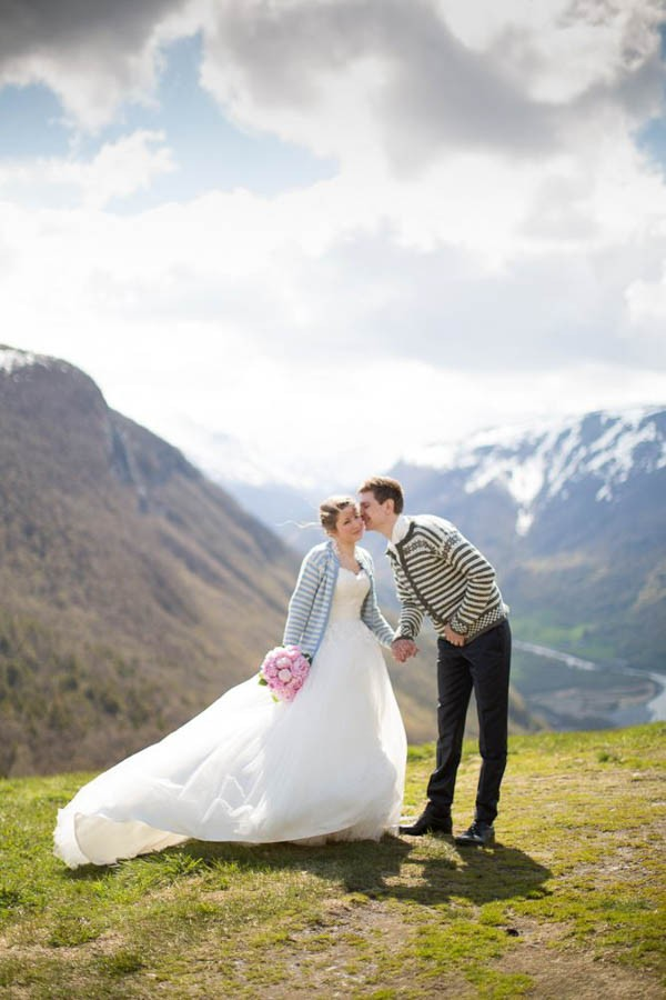 Cozy-Norwegian-Wedding-at-Roisheim-Hotell-Mona-Moe-Machava-Photography-24
