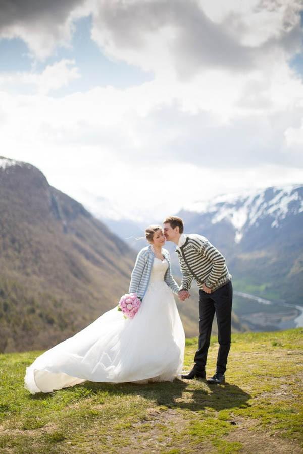 Cozy-Norwegian-Wedding-at-Roisheim-Hotell-Mona-Moe-Machava-Photography-24