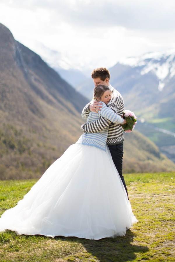 Cozy-Norwegian-Wedding-at-Roisheim-Hotell-Mona-Moe-Machava-Photography-25