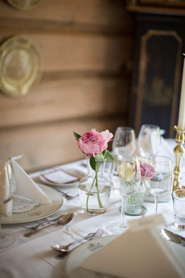 Cozy-Norwegian-Wedding-at-Roisheim-Hotell-Mona-Moe-Machava-Photography-28