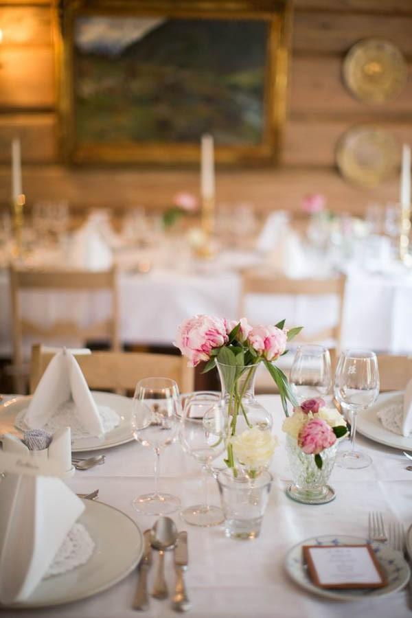 Cozy-Norwegian-Wedding-at-Roisheim-Hotell-Mona-Moe-Machava-Photography-34