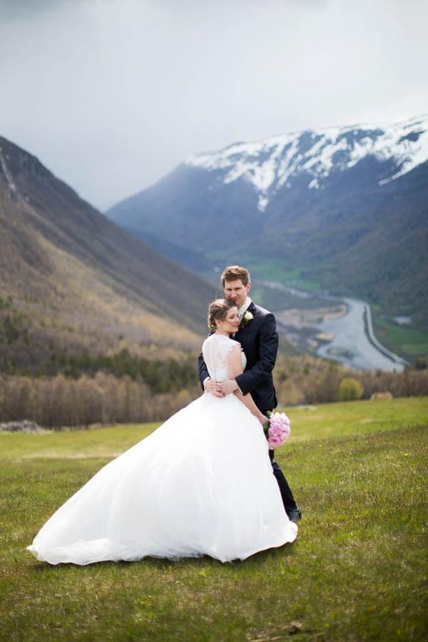 Cozy-Norwegian-Wedding-at-Roisheim-Hotell-Mona-Moe-Machava-Photography-42