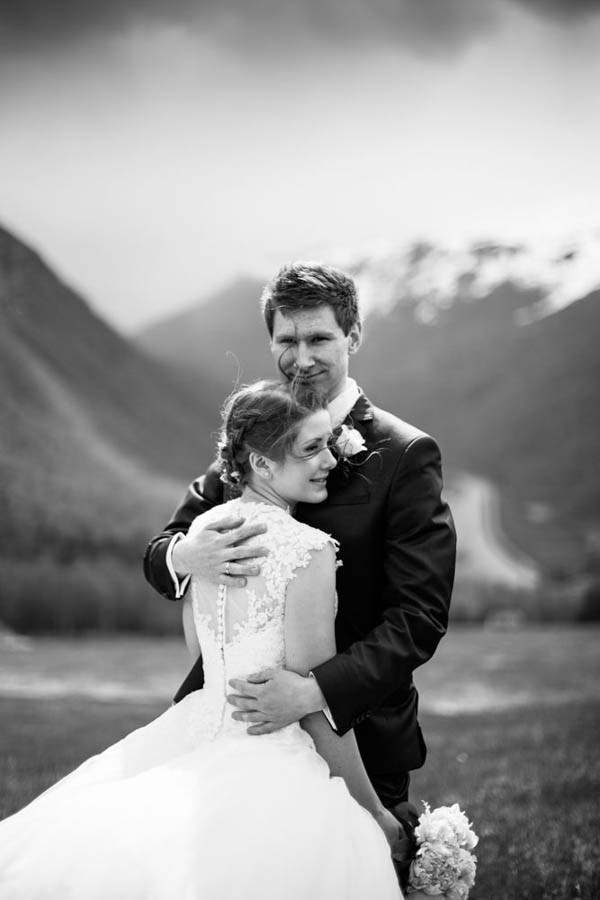 Cozy-Norwegian-Wedding-at-Roisheim-Hotell-Mona-Moe-Machava-Photography-46