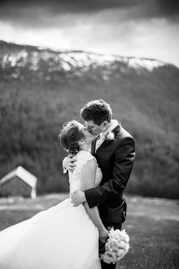 Cozy-Norwegian-Wedding-at-Roisheim-Hotell-Mona-Moe-Machava-Photography-49