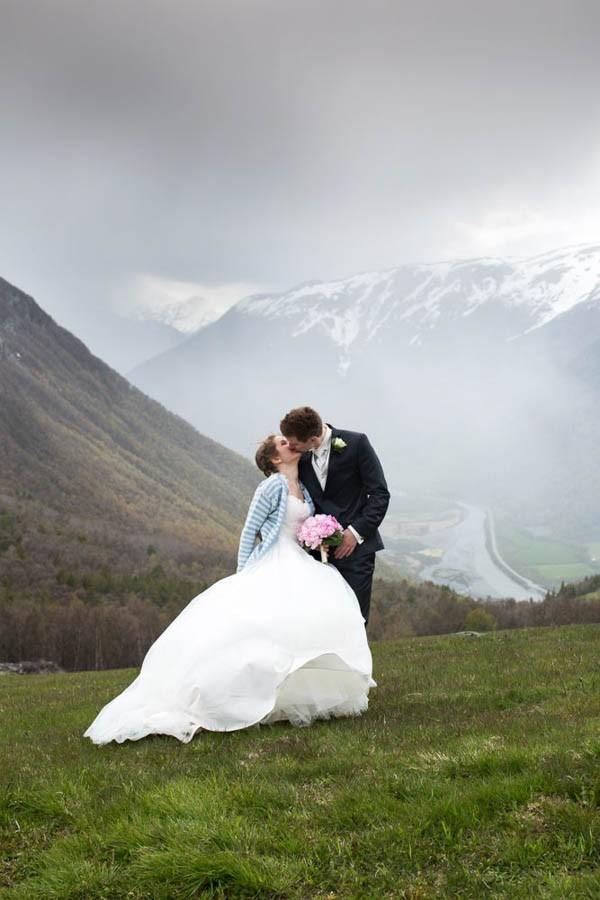 Cozy-Norwegian-Wedding-at-Roisheim-Hotell-Mona-Moe-Machava-Photography-77