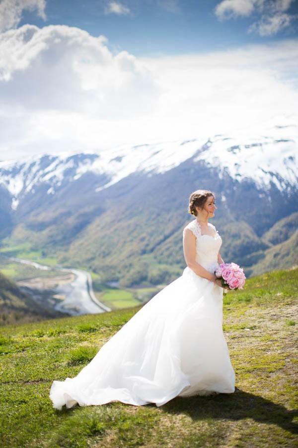 Cozy-Norwegian-Wedding-at-Roisheim-Hotell-Mona-Moe-Machava-Photography-86