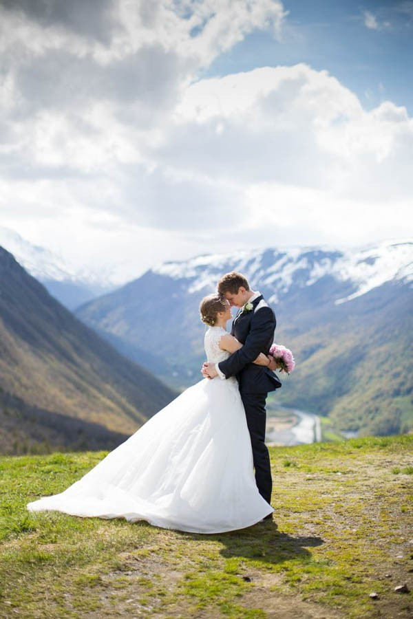 Cozy-Norwegian-Wedding-at-Roisheim-Hotell-Mona-Moe-Machava-Photography-89