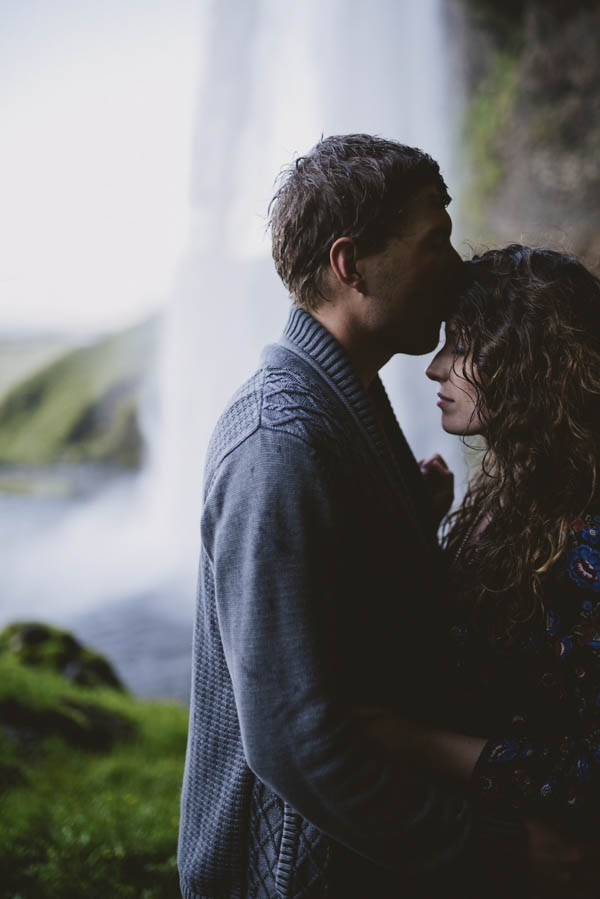Intimate-Natural-Couple-Portraits-in-Iceland-Charis-Rowland-Photography-21