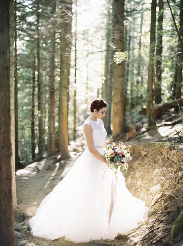 Pacific-Northwest-Wedding-Inspiration-at-Rattlesnake-Ledge-Sweet-Pea-Events-002