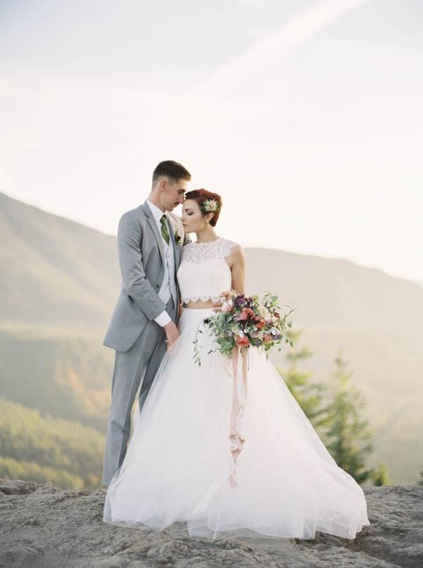 Pacific-Northwest-Wedding-Inspiration-at-Rattlesnake-Ledge-Sweet-Pea-Events-086